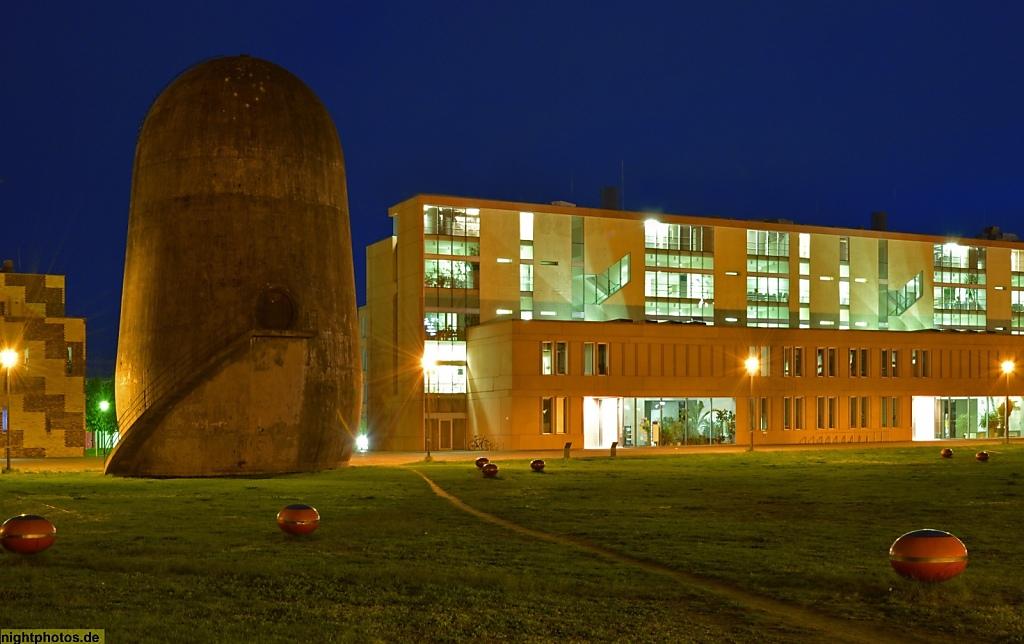 Berlin Johannisthal Trudelturm vor dem Institut für Chemie Emil-Fischer-Haus auf dem Campus der Humboldt-Universität