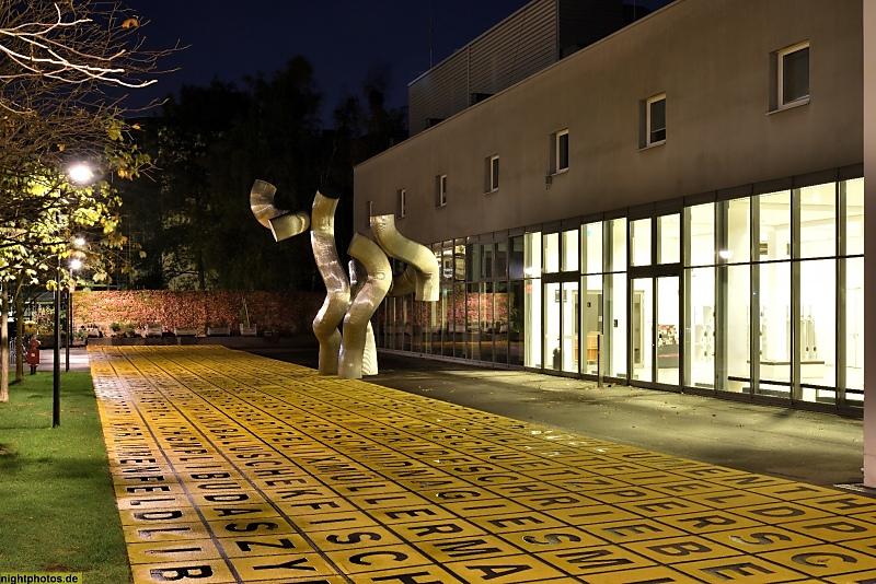 Berlin Kreuzberg Berlinische Galerie Mit Skulptur Dreiheit Von